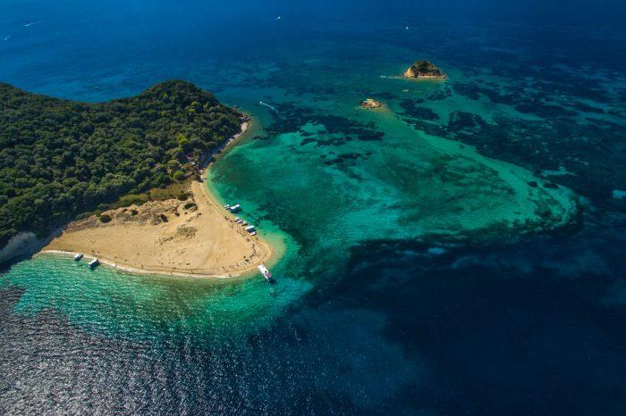 Excursie la țestoase, insula Marathonisi și Peșterile Keri