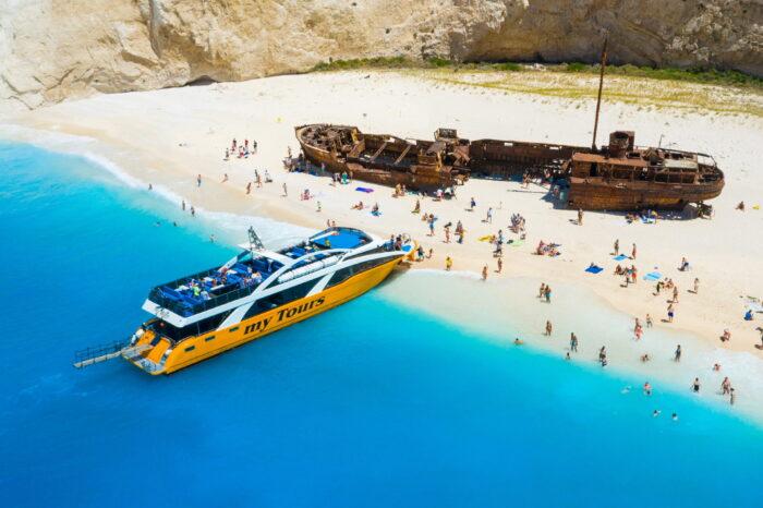 Navagio și Peșterile Albastre